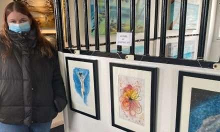 FGU-elev udstiller sine akvarelmalerier